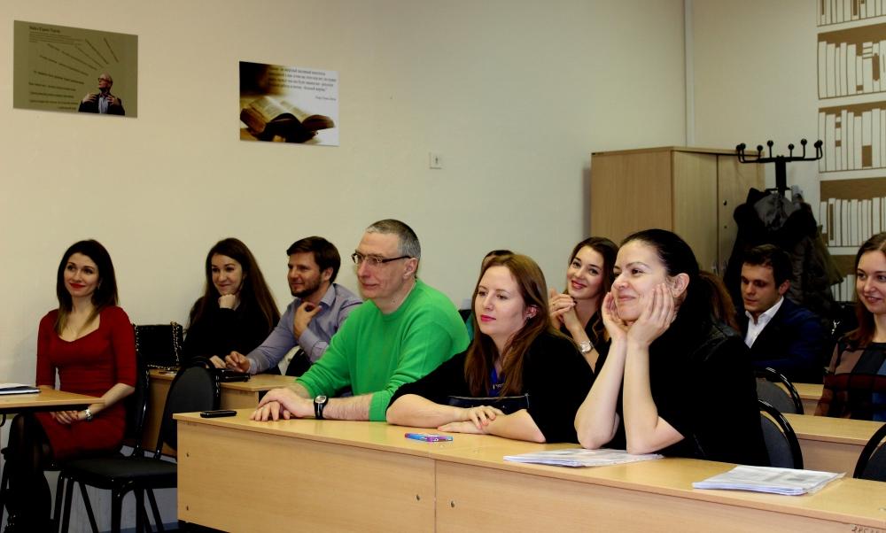 Вручение дипломов выпускникам программы Финансовый анализ оценка  Вручение дипломов выпускникам программы Финансовый анализ оценка финансового состояния компании